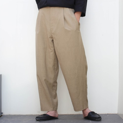 LOOSE CUT TROUSERS WITH DEEP PLEATS_SAND