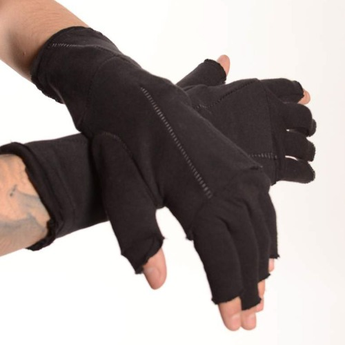 GLOVES_BLACK
